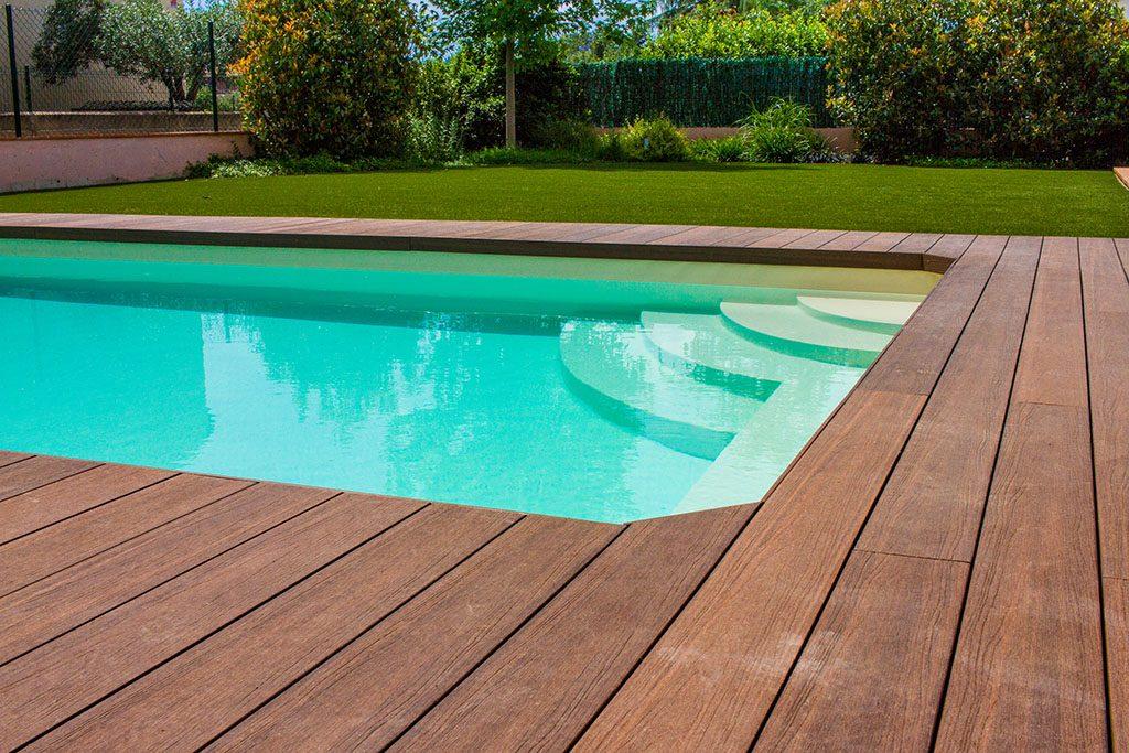 Piscine am nag e avec lame de sol synth tique jardi pond for Grossiste materiel piscine