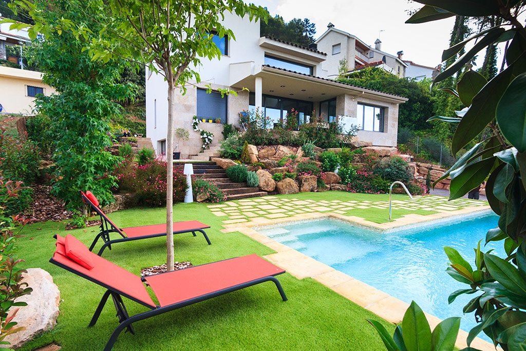 Cr ativit dans ce jardin en gazon artificiel jardi pond for Grossiste materiel piscine